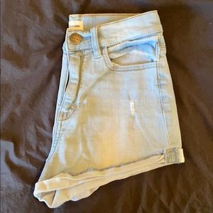 Light wash high rise jean shorts // Size Small